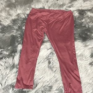 🦋3/$15 Muave Hot Kiss Cropped Leggings Size XL